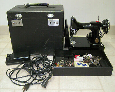 1935 Singer 221 Featherweight Sewing Machine w Accessories & Case - Tested Works