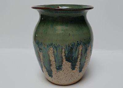 BEAUTIFUL STUDIO ART DRIP GLAZE GREEN BLUE BROWN SPECS/TAN POTTERY VASE SIGNED