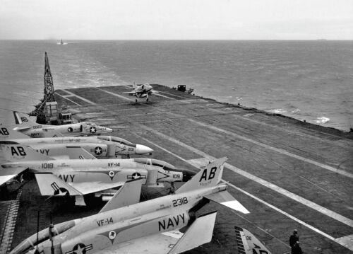"""US Navy Douglas A4 Skyhawk ((8.5""""X11"""")) Print"""