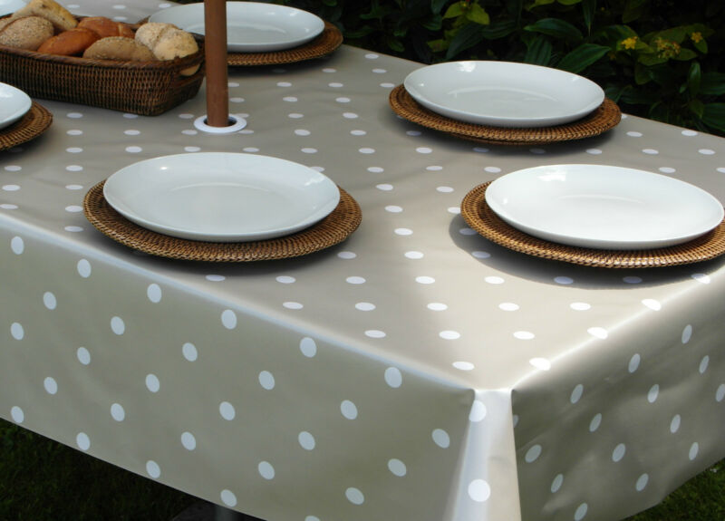 1.4x2.5M+RECTANGLE+CHAMPAGNE+POLKA+DOT+WIPECLEAN+TABLECLOTH+WITH+PARASOL+HOLE