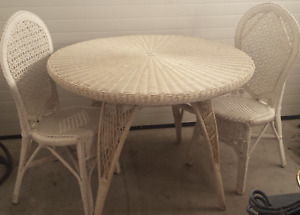 White Wicker Round Dining Table and Chairs