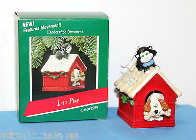 HALLMARK KEEPSAKE CHRISTMAS ORNAMENT - LET'S PLAY - PUP/KITTEN WIGGLE HEAD/TAIL