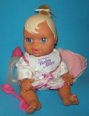 Vintage Newborn Baby Alive Doll w/ bib diaper by Kenner 1992 wets & cries tears  segunda mano  Embacar hacia Argentina