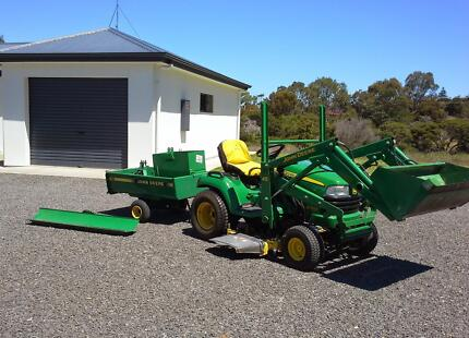 JOHN DEERE- Ride On Mower with accessories Flagstaff Hill Morphett Vale Area Preview
