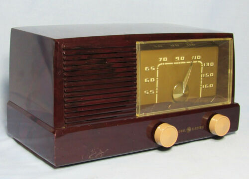 General Electric Maroon Tube Radio Model 414 1951 electronically restored.