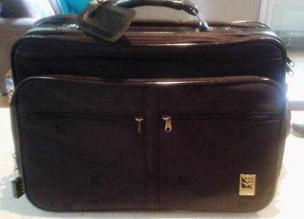 QANTAS BLACK CARRY- ON FREQUENT FLYER BAG Port Noarlunga Morphett Vale Area Preview