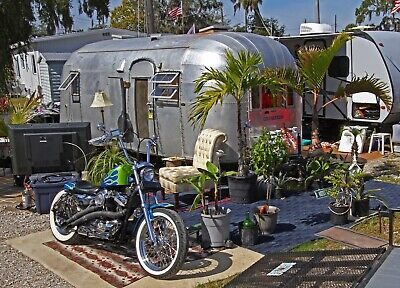 Vintage 1954 AIRSTREAM 'Flying Cloud' trailer - #31 Cali Whaletail & 13 panel