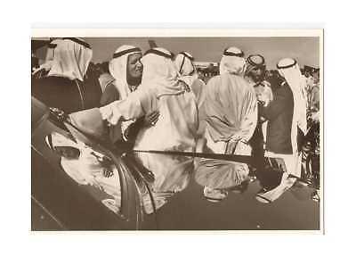 Ansichtskarte: Beduinen auf dem Flughafen von Dubai