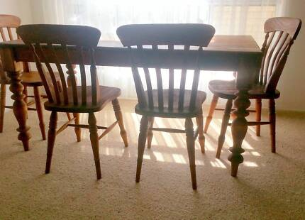 Oregon Country Style Dining Suite Table 6 Matching Chairs