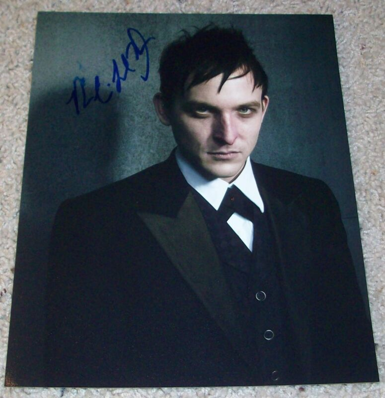 ROBIN LORD TAYLOR SIGNED GOTHAM PENGUIN OSWALD COBBLEPOT 8x10 PHOTO w/PROOF