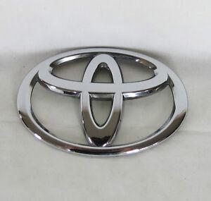 genuine 09 14 toyota venza front hood chrome t emblem logo badge symbol sign. Black Bedroom Furniture Sets. Home Design Ideas