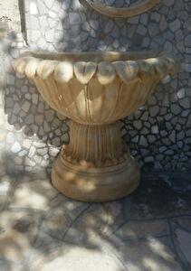 Vaso-portafiori-fioriera-alto-a-muro-da-parete-in-cemento-e-polvere-di-marmo