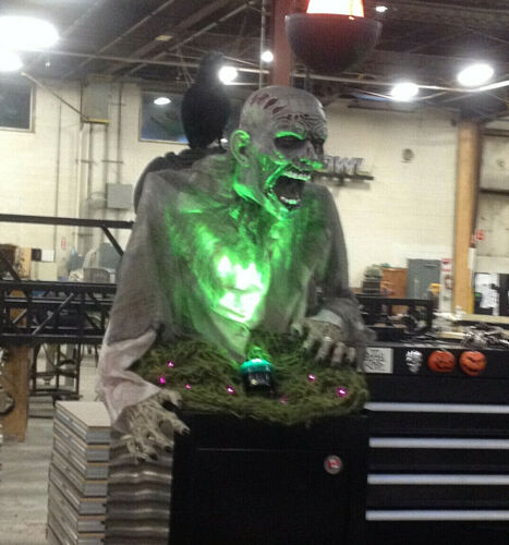 """GASEOUS ZOMBIE ANIMATED HALLOWEEN PROP. 24"""" TALL"""