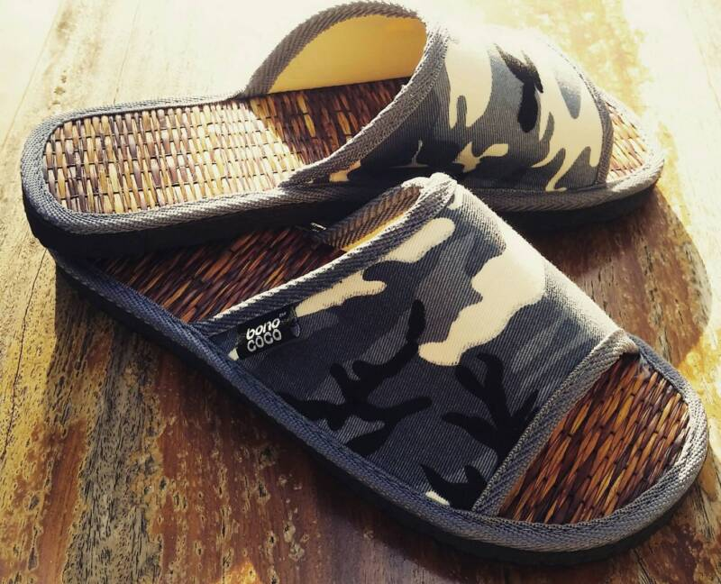 sandals slippers camouflage pattern size 10