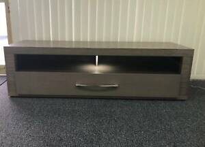 A5 TV Stand