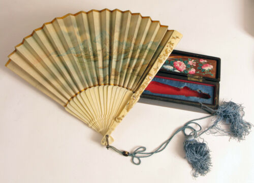ANTIQUE EARLY CHINESE FLORAL FAN CASED IN ANTIQUE BOX HAND PAINTED BEAUTIFUL !!