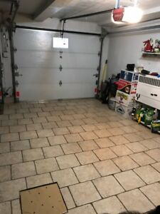 Indoor Heated Garage for Rent/ Garage chauffé a louer CARS ONLY