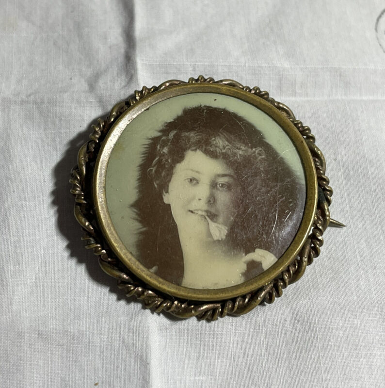 """1-1/2"""" Victorian Mourning Pin Woman Photo Brooch JB-43"""