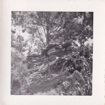 Original Snapshot Photo KOREAN WAR GI BAR BROWNING AUTOMATIC RIFLE Outpost 144