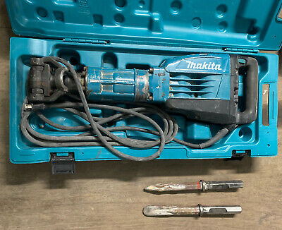 Makita Hm1307cb Demolition Jack Hammer 35lbs With 2 Diffrent Chisels.