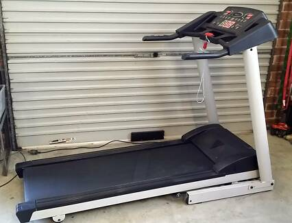 treadmill in near new condition 16km max power incline ,programs