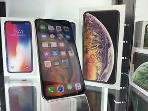 AS NEW iPHONE XS MAX 256GB GOLD/SILVER WITH WARRANTY-TAX RECEIPT