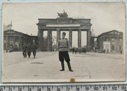 WWII 1945 BERLIN Battle Red Army Officers Brandenburg Gate Orig Vintage Photo
