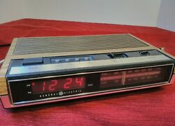 VTG GE General Electric Digital Alarm Clock AM FM Radio Faux Wood  #7-4630A
