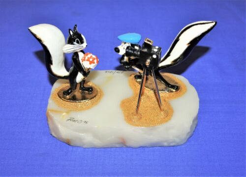 "1996 RON LEE LOONEY TUNES PEPE LE PEW & PENELOPE ""MA CHERIE""  FIGURINE SCULPTURE"