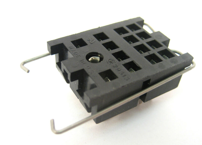 14−Pin Blade Relay Socket: NTE R95-107: New