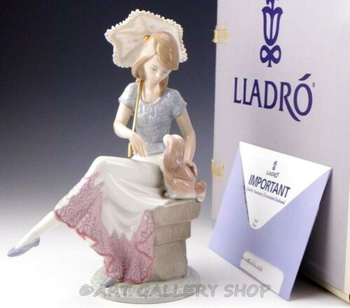 Lladro Society Figurine PICTURE PERFECT LADY GIRL W/ PARASOL DOG #7612 Mint Box