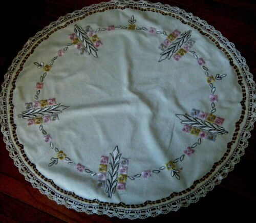 Antique tablecloth linen round Arts and Crafts style h embr/ed trimmed lace.