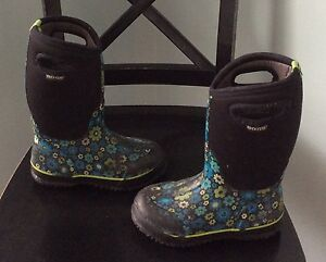 Kids Girls Winter Tall Bogs Boots Size 2 Flowered Cambridge Kitchener Area image 2