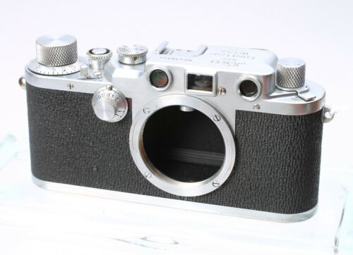 LEICA LEITZ IIIc 35MM FILM CAMERA RANGEFINDER LTM BODY No. 438914 - SHARKSKIN