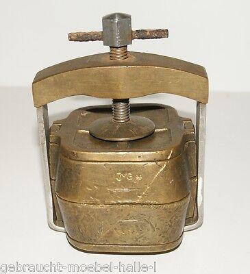 antike JVG  Messing Küvette komplett mit Küvettenpresse 1,9 kg