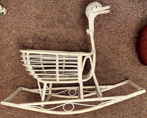Sturdy Wicker CRIB BASSINET CRADLE Rocking DUCK - PORCH Planter FURNITURE NR