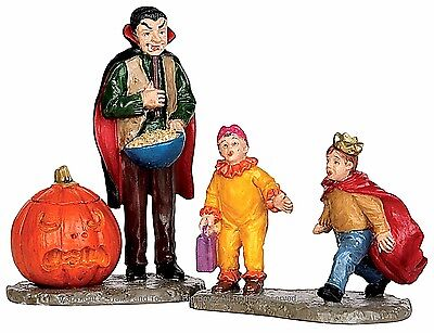 Lemax 52314 SCARING TRICK OR TREATERS Spooky Town Figurine Set Halloween Decor I - Scaring Trick Or Treaters