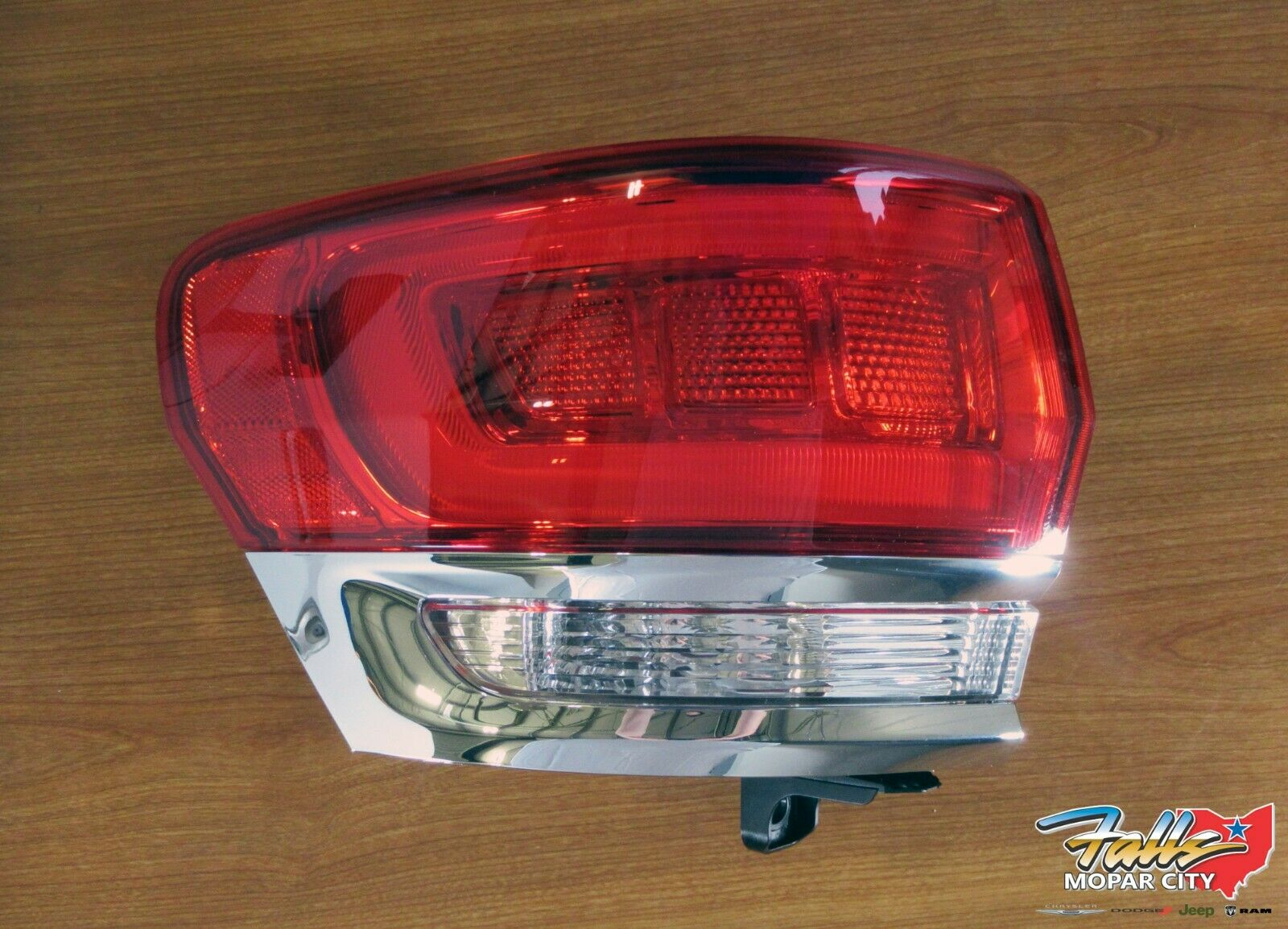 2014-2018 JEEP GRAND CHEROKEE REAR TAILLIGHT LAMP BRACKET SET OF 2 OEM NEW MOPAR