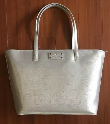 KATE SPADE LOGO SILVER GRAY PATENT PURSE BAG JAZZY METRO PERFORATED HEARTS NWT