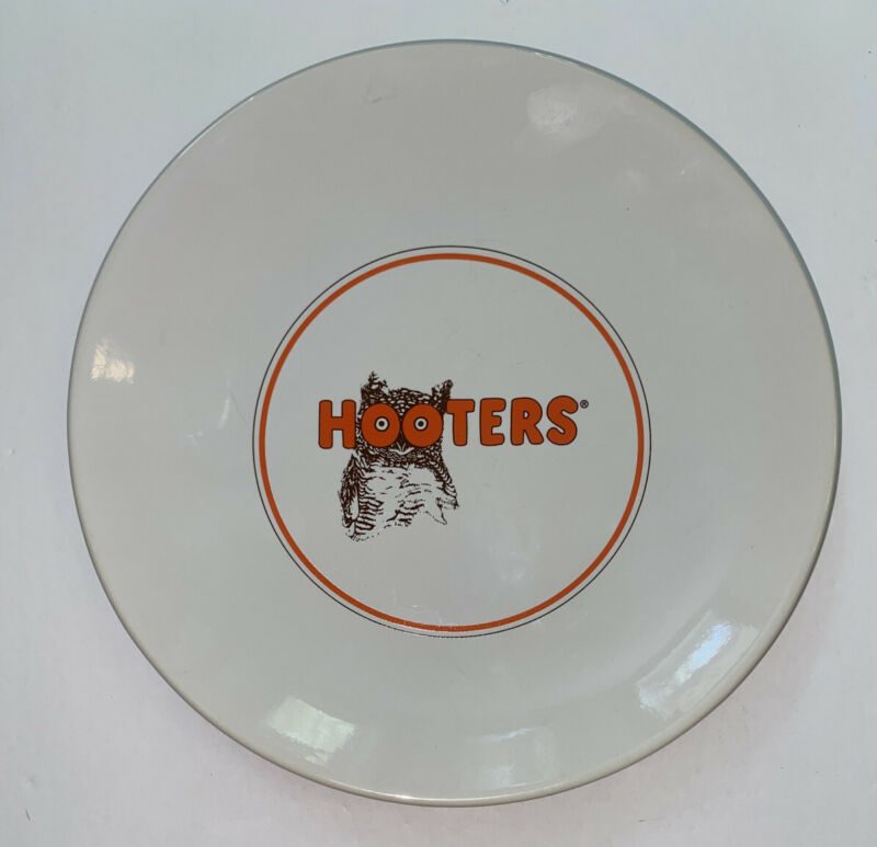 """HOOTERS PLATE OWL LOGO COLLECTORS 8.5"""" ROUND MICROWAVE/DISHWASHER SAFE"""
