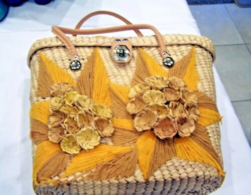 Vintage Straw purse with straw flowers & yarn starbursts