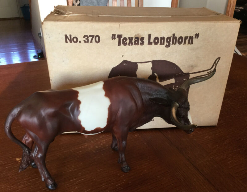 Breyer Texas Longhorn Bull~Dark Chestnut Pinto Pattern #370 With Box