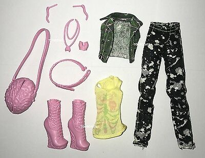 Welcome to Monster High Monstrous Rivals Moanica D'Kay Doll Outfit Shoes Set NEW - Monster High Sets