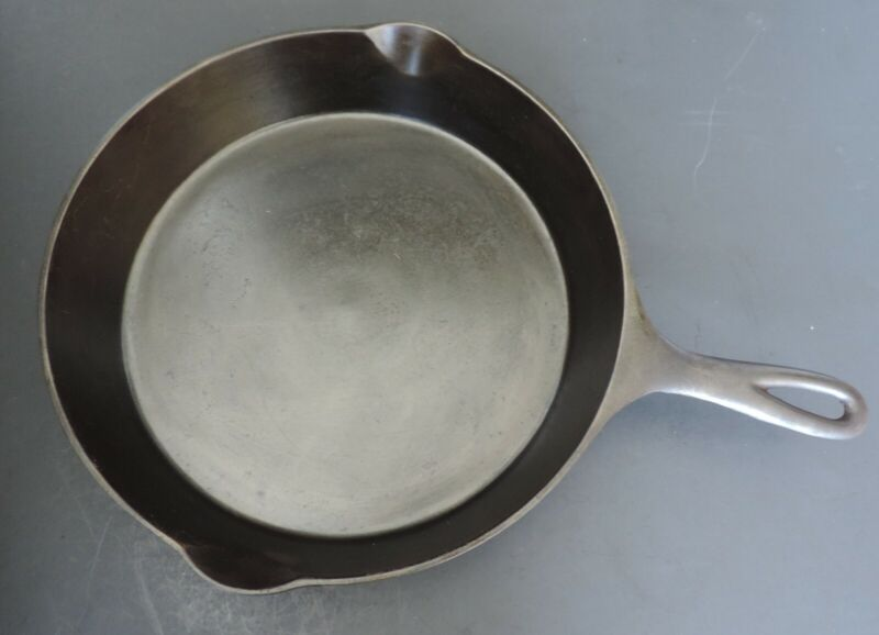 Wagner Sidney Cast Iron Skillet 10 Arc Logo with Heat Ring Excellent