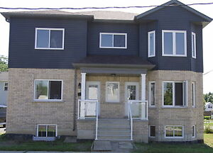 DUPLEX for LEASE UPPER LEVEL