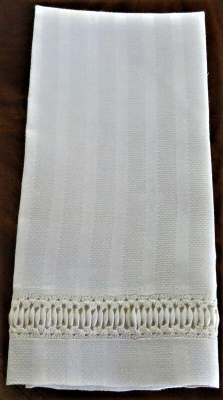 1 VINTAGE OFF-WHITE FANCY LINEN HAND TOWEL FLEUR DE LIS EXCELLENT CONDITION