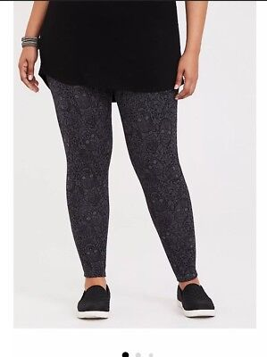 NWT Torrid Size 3 (22/24w) 3x Plus Lacy Skull Leggings  ()