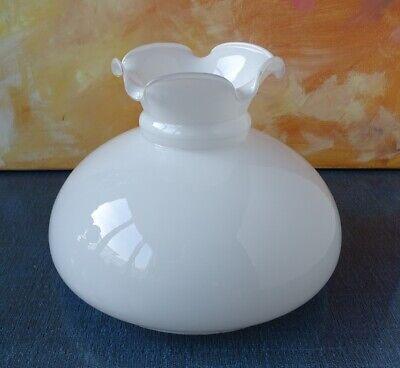 Globe ou tulipe de lampe ou lustre en verre opaline
