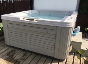 Perfect working condition hot tub /spa CAN ARRANGE DELIVERY