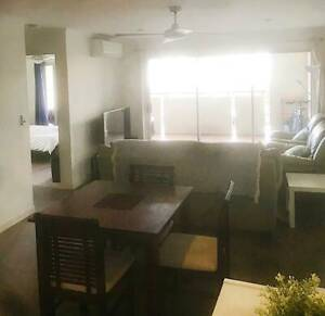 Main Couple's room for rent at Kangaroo point